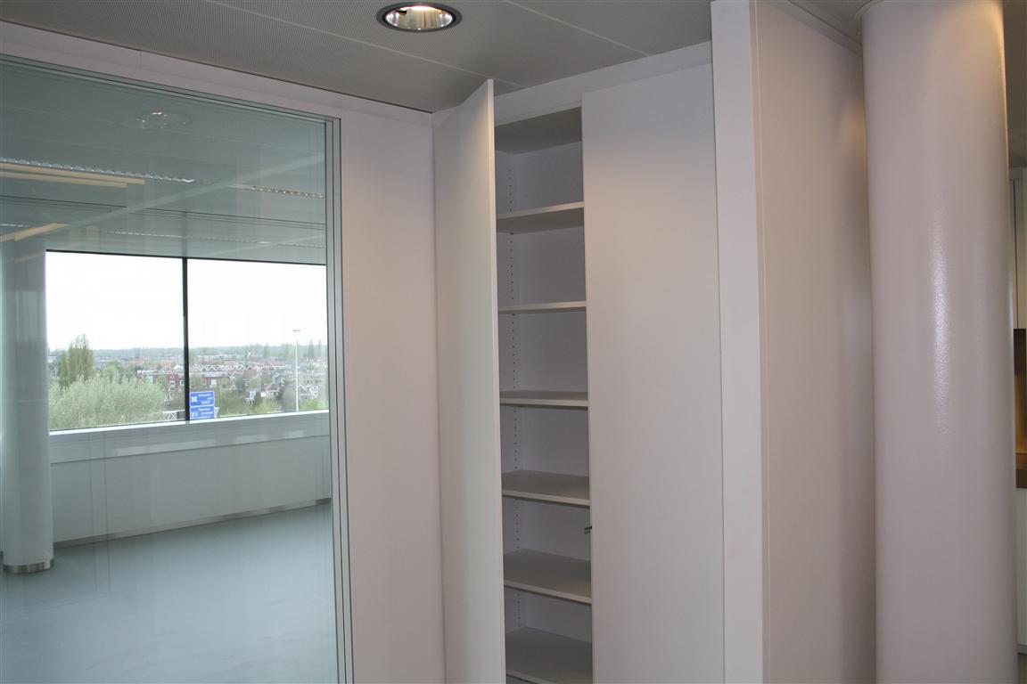 Wandkast interieur partners for Interieur bedrijf